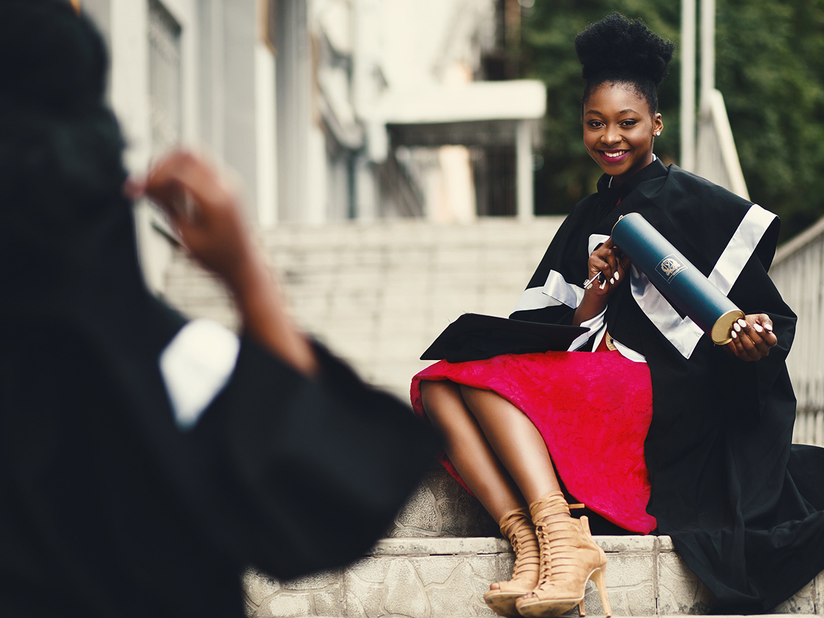 picture of girl posing on her graduation